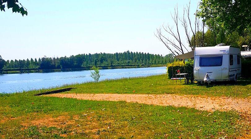 Emplacement de camping près de Macon en bord de Saone