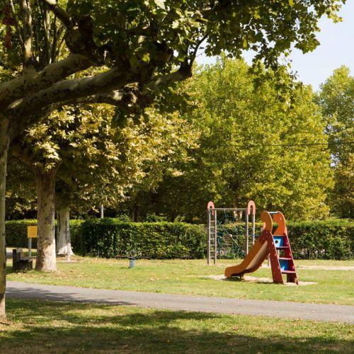 notre belle aire de jeux pour les enfants et pour les grands