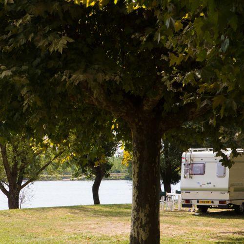 caravane au bord de la saone